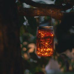 Felakasztható üveg szolár lámpa - melegfehér microLED-ekkel - kék, piros, sárga 11241